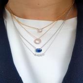✨ Penjolls d'or blanc i or rosa 18kt. 💎 Diamants naturals. 💙 Pedres precioses — Safir blau natural. 🛠 Fet a mà al nostre taller per joiers artesans. ✅ Els màxims estàndards de qualitat.  . . . #JoieriaMoner #EssentiabyMoner