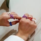 Col•lecció CHEERS 🍾🎈 Anells geomètrics en diferents colors. Talla única i ajustables 😍 I per només 9€! . . . #joieriamoner #joiers #cheers #anells #plata #inspiració #regals #conjunts #anellsgeomètrics