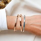 Polseres d'or rosa 18kt tipus esclava semí rigida amb diamants naturals 💎 Fetes a mà en el nostre taller per joiers artesans. 🙌🏻  ⚠️ Ja has vist les nostres Stories? Respon el #MonerQuiz i posa't a prova!! 😜  #JoieriaMoner #MbyMoner
