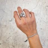 Sel.leccionem un per un tots els diamants que utilitzem en les nostres joies, per assegurar que compleixen els criteris de qualitat 👀🔍  #JoieriaMoner