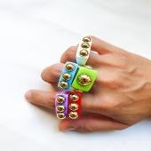 NEW ARRIVALS | CHEERS 🌈  Els complements de moda d'aquesta temporada són els anells acrílics!  I ens han arribat nous colors i dissenys 😍 Vine a descobrir-los a la botiga o compra per la nostra pàgina web.   No t'oblidis d'utilitzar el codi de descompte: ⚡️SALES ⚡️15% de descompte en tots la web!   #JoieriaMoner #Rebaixes #Cheers