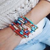 Bubbles by Moner 🌈  Unes pulseres amb divertits dissenys, peces i motius de diferents colors, i pedres naturals. Són versàtils, combinen amb qualsevol look!  Ja tens la teva?🤩  #JoieriaMoner #BubblesbyMoner