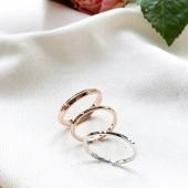 Aliances de casament fetes a mà al nostre taller. Joies per tota la vida 💞   Alianzas de boda hechas a mano en nuestro taller. Joyas para toda la vida 💞  #JoieriaMoner #CelebrateYourWeddingByMoner