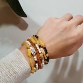 BUBBLES COLLECTION 🤍  😍 Les nostres polseres icòniques amb nous colors. I també afegim collarets amb tanca que es poden convertir en polsera!  🙌🏼 Tots fets per nosaltres, de pedres naturals i motius de plata banyada en or groc 18kt.  🎁 Ideals per fer un regalet! O per autoregalar 😜  💥 I els podem personalitzar al vostre gust!  📱Disponibles a la web 👉🏼 Link a la bio . . . #JoieriaMoner #BubblesByMoner