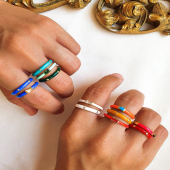 Comencem el setembre amb noves propostes!! ✨   Sabem que us encanten els anells #ENAMEL i per això... tenim nous models amb els colors de moda 🥳 Les noves incorporacions tenen l'anella oberta per ajustar-los com vulgueu!!   A Stories us proposem unes combinacions per tonalitats 🥰  #JoieriaMoner #EnamelbyMoner #NewCollection