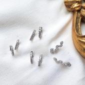 Una sel•lecció d'arracades atemporals i essencials. No poden faltar al teu joier✨   D'or blanc 18kt amb diamants naturals💎⚒ Per lluir-les en moments especials o cada dia!  #JoieriaMoner #EssentiabyMoner