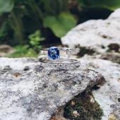 Col.lecció GENUINE en la seva màxima essència 💫  💍 d'or blanc 18kt fet totalment a mà al nostre taller amb diamants i sàfir blau natural sense tractar.  #JoieriaMoner #diamants #pedresprecioses #essència #genuine #anells